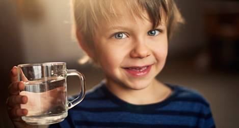 commercial-little-boy-with-glass